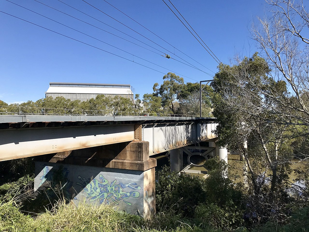 File:Oxley Creek Railway Bridge in Tennyson, Queensland ...
