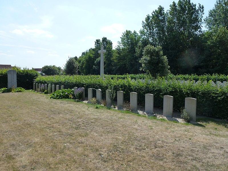 Oye-Plage (Pas-de-Calais) cimetière communal, section tombes de guerre français et belges