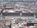 Palacio Nacional y bandera.JPG
