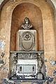 Palazzo corsini alla lungara, atrio e scalone, monumento con frammenti antichi.JPG