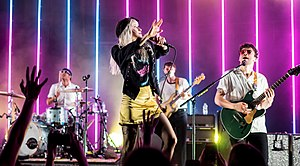 (L - R): Zac Farro, Hayley Williams, Tourmitglied Joey Howard und Taylor York treten 2017 auf