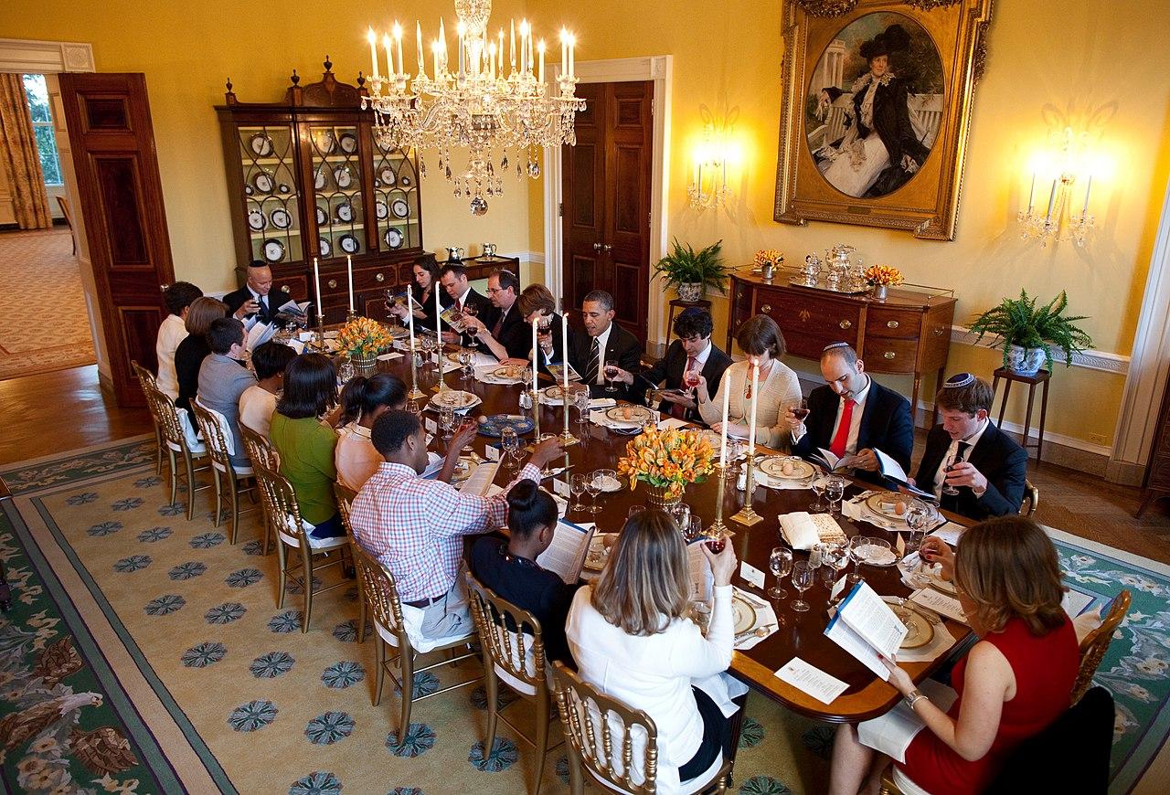 White House Seder >> File:Passover Seder Dinner at the White House 2012.jpg - Wikimedia Commons