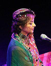 Persian-Vocalist-Sima-Bina-2014.jpg