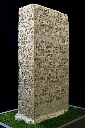 Cippus Perusinus - Image: Perugia, Museo archeologico Nazionale dell'Umbria, cippo di Perugia