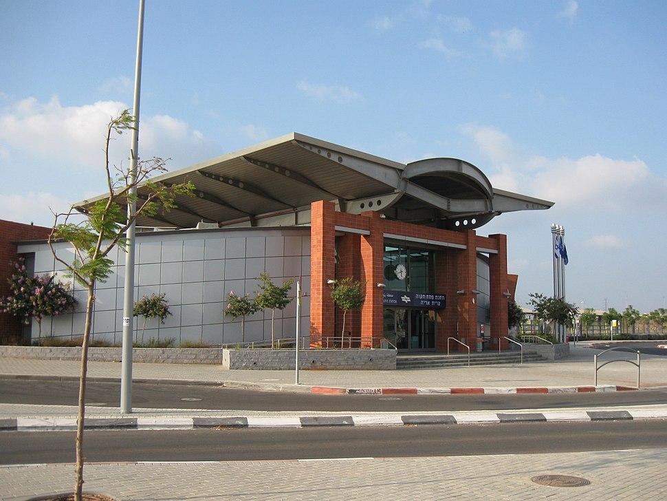 Petah Tikva Kiryat Arye Railway Station002