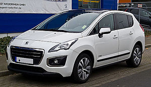Compact MPV - Peugeot 3008 with PSA HYbrid4