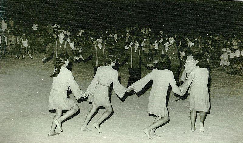 ריקוד הורה במופע מול ההורים