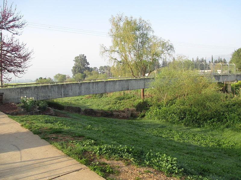 גשר כפר בלום