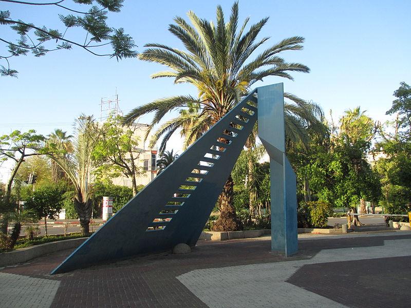 פסל כחול בתל אביב