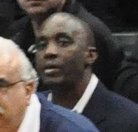 Pistons asst coach Dee Brown in 2012.jpg
