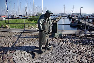 Eel - Eel picker in Maasholm, sculpture by Bernd Maro