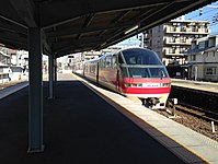 Platform of Konomiya Station and limited express bounding for Meitetsu-Gifu Station.JPG