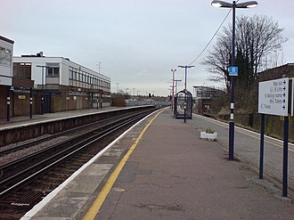 Gillingham railway station (Kent) - Looking coastbound. The building on the left is a train crew depot.