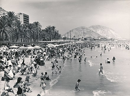 El Postiguet beach [es] in 1957
