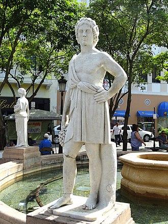 Plaza de Armas, San Juan - Image: Plaza de Armas fountain San Juan, Puerto Rico DSC07111