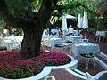 Polo Lounge, patio (3715405180).jpg