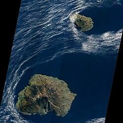 Prince Edward Islands, EO-1 ALI satellite image, 5 May 2009.jpg