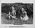 Prinsessen Irene en Beatrix in de tuin van Paleis Soestdijk, Bestanddeelnr 255-7355.jpg