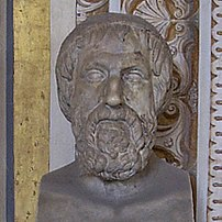 Hieman iäkkään ja melko väsyneen näköisen miehen rinta, jolla on lyhyt, kihara parta, samankaltainen kuin Kreikan Homeruksen rintakuvilla