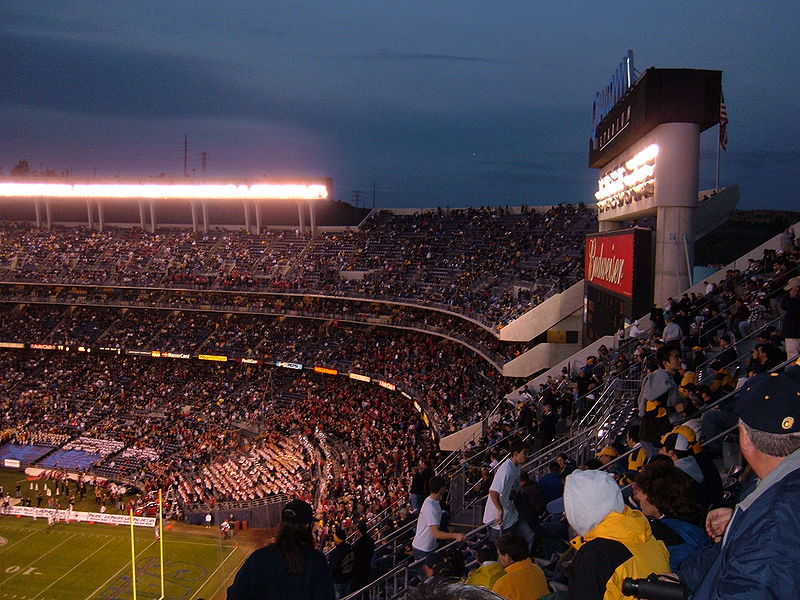 File:Qualcomm Stadium during 2004 Holiday Bowl.JPG
