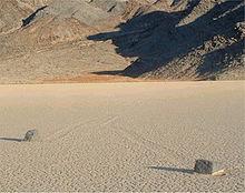 220px-Racetrack-Playa-Death-Valley-2.jpg