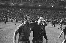 Real Madrid tegen Ajax 2-1.  Gento (links) en Veloso die de doelpunten maakten, Bestanddeelnr 920-7773.jpg