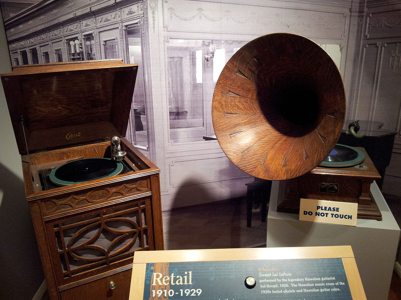File Record Players From The 1910s 1920s Museum Of Making