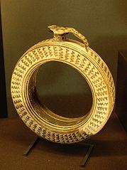 Protocorinthian ring-shaped aryballos