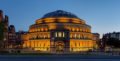 Die Royal Albert Hall, soos gesien vanaf die Albert Memorial in Kensington Gardens.
