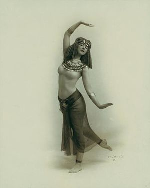 Expressionist dance - Ruth St. Denis, the ancient Egyptian, 1910.