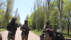 Battle of Kramatorsk - SBU agents blocking off an area in Kramatorsk on 25 April 2014