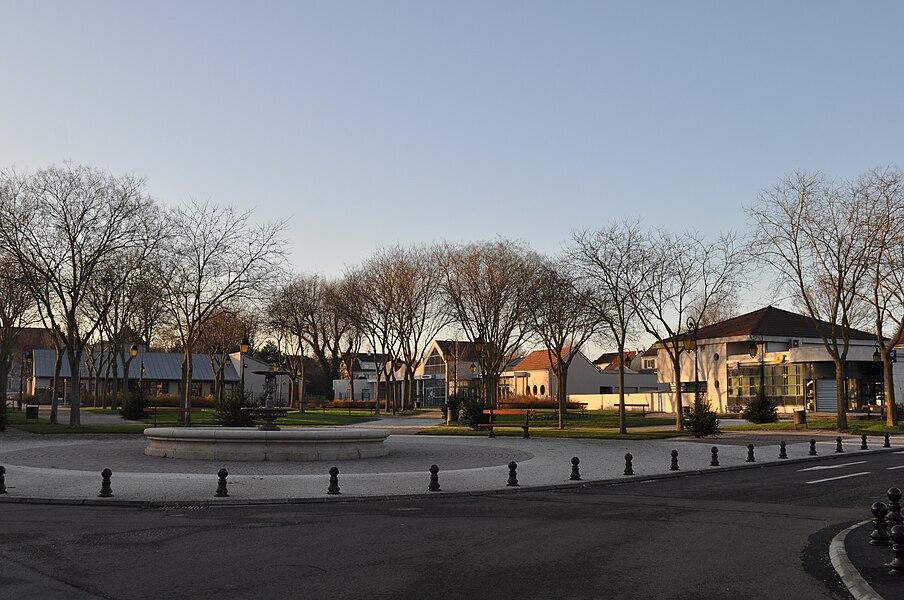 Place centrale de Saint-Apollinaire, Côte-d'Or