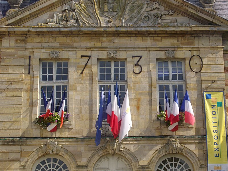 Town hall of Sainte-Menehould (Marne, France), windows and flags