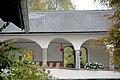 Sankt Urban Schloss Bach Arkaden der Loggia 14102006 29.jpg