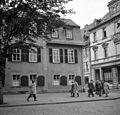 Schillerstrasse, szemben a Schillerhaus. Ebben a házban élt Schiller 1802-től 1805-ig. Fortepan 75005.jpg