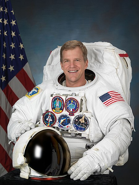 Astronaut Scott Parazynski MD, NASA photoSource: Wikipedia 450px-Scott_parazynski.jpg