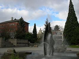 Seattle U Fountain 03.jpg