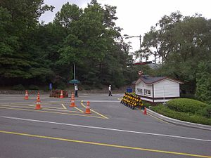 Blue House raid - Image: Segeomjeong Jahamun checkpoint July 2011