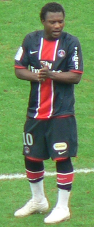 Stéphane Sessègnon - Sessègnon playing a match for PSG against Nice.