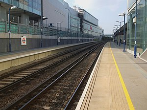 Shepherd's Bush railway station - Image: Shepherd's Bush Overground stn look north