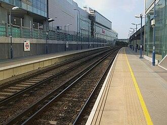Shepherd's Bush railway station - Image: Shepherd's Bush Overground stn look north