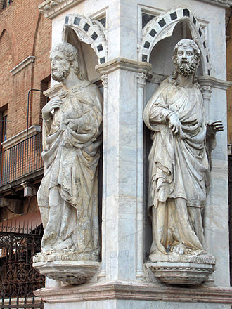 Torre del Mangia - Statues on the loggia.