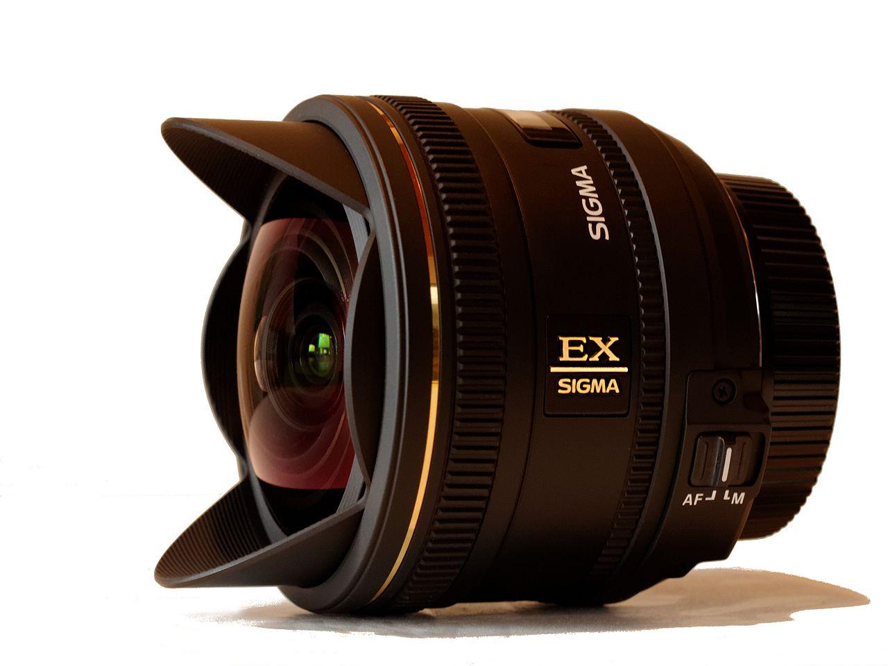 Sigma 10 mm F2,8 EX DC HSM Fisheye.jpg