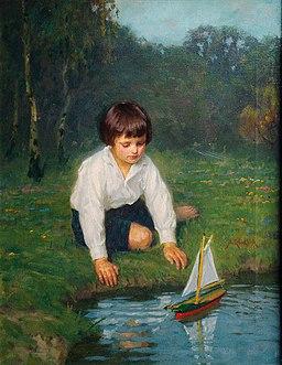 Simon Glücklich Junge mit Segelboot
