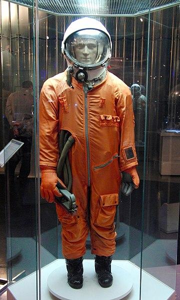[Court-métrage] Appel aux passionné(e)s 360px-Sk-1_spacesuit_taken_at_the_Memorial_Museum_of_Space_Exploration