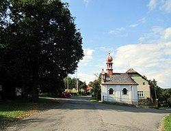 Soběslavice - pohled s kaplí.jpg