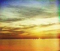 Foto del Mar Negro cerca de Sochi. Toma hecha entre 1909 y 1915 por Serguéi Mijáilovich Prokudin-Gorskii, usando tres imágenes en blanco y negro y filtros de color, antes de la invención de la fotografía a color.