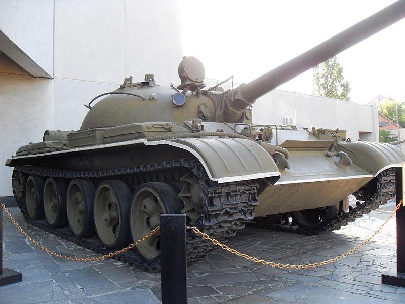 File:Soviet ballte tank T62 in Kiev, Ukraine.JPG