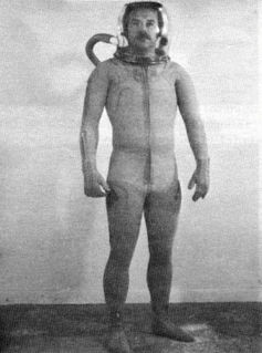 Spacesuit providing mechanical pressure using elastic garments
