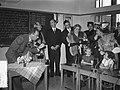 Staatsbezoek president Coty aan Nederland. Mevrouw Coty en koningin Juliana bezo, Bestanddeelnr 906-6177.jpg